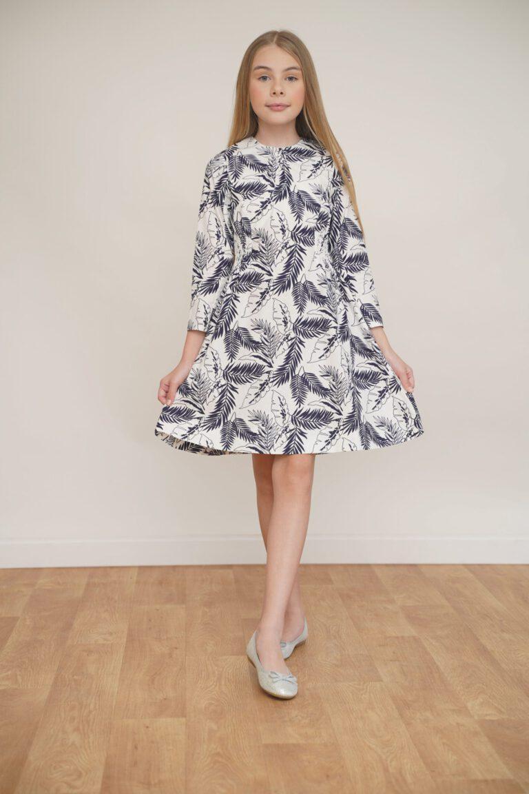 שמלה לבנה עם הדפס עלים טרופי