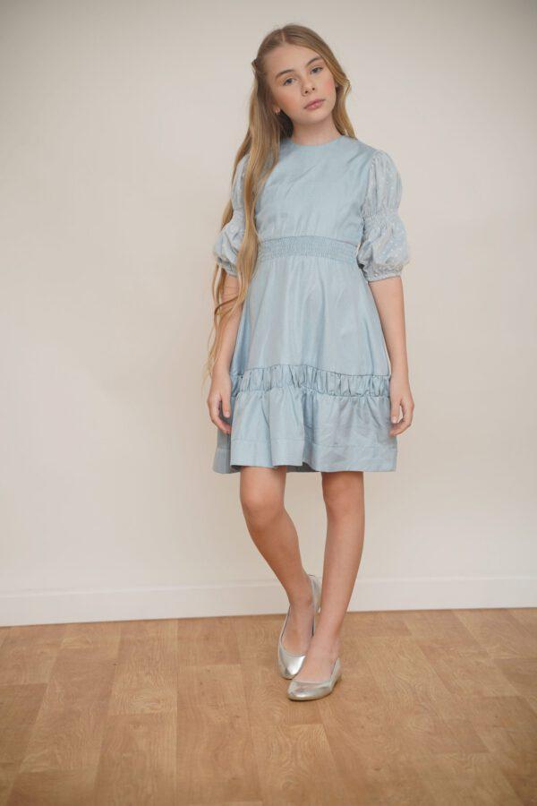 שמלה תכולה עם שרוולי רשת